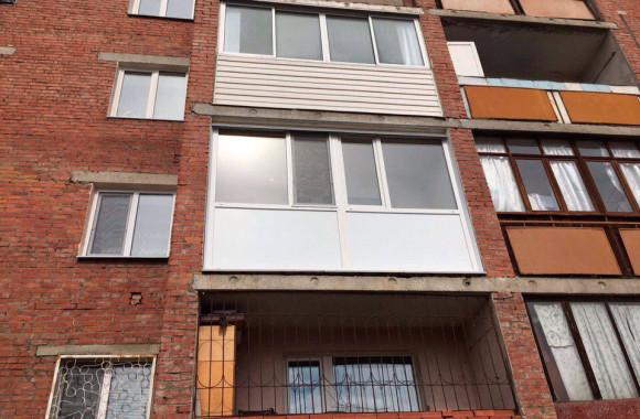 Остекление балконов в Омске профилем ПВХ