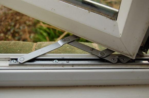 Что лучше - заказать ремонт окон или их повторное изготовление