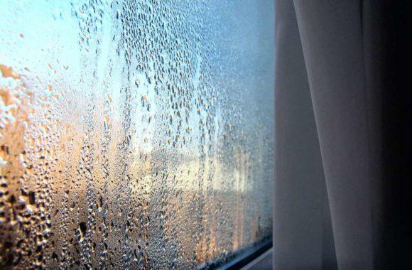 Почему на окнах проявляется конденсат